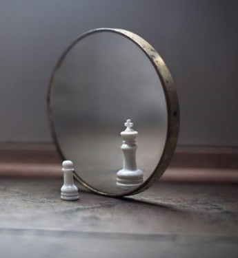 ws_Chess_Piece_in_the_Mirror_1280x720-665x435
